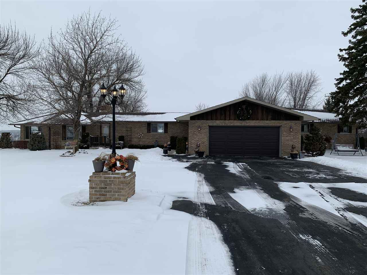 Photo for W510 CLIFTON Road, SHERWOOD, WI 54169 (MLS # 50234350)