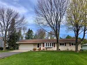 Photo of 104 KLOMPEN Court, NEENAH, WI 54956 (MLS # 50202356)