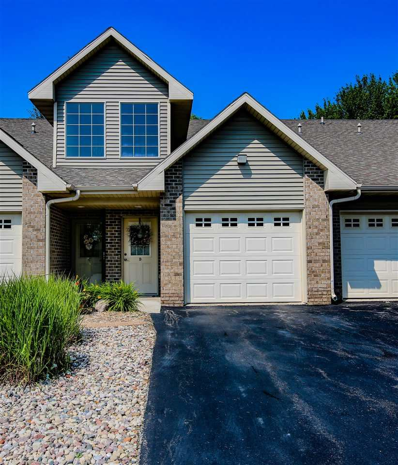 Photo for 4731 EVERBREEZE Circle #D, APPLETON, WI 54914 (MLS # 50207362)