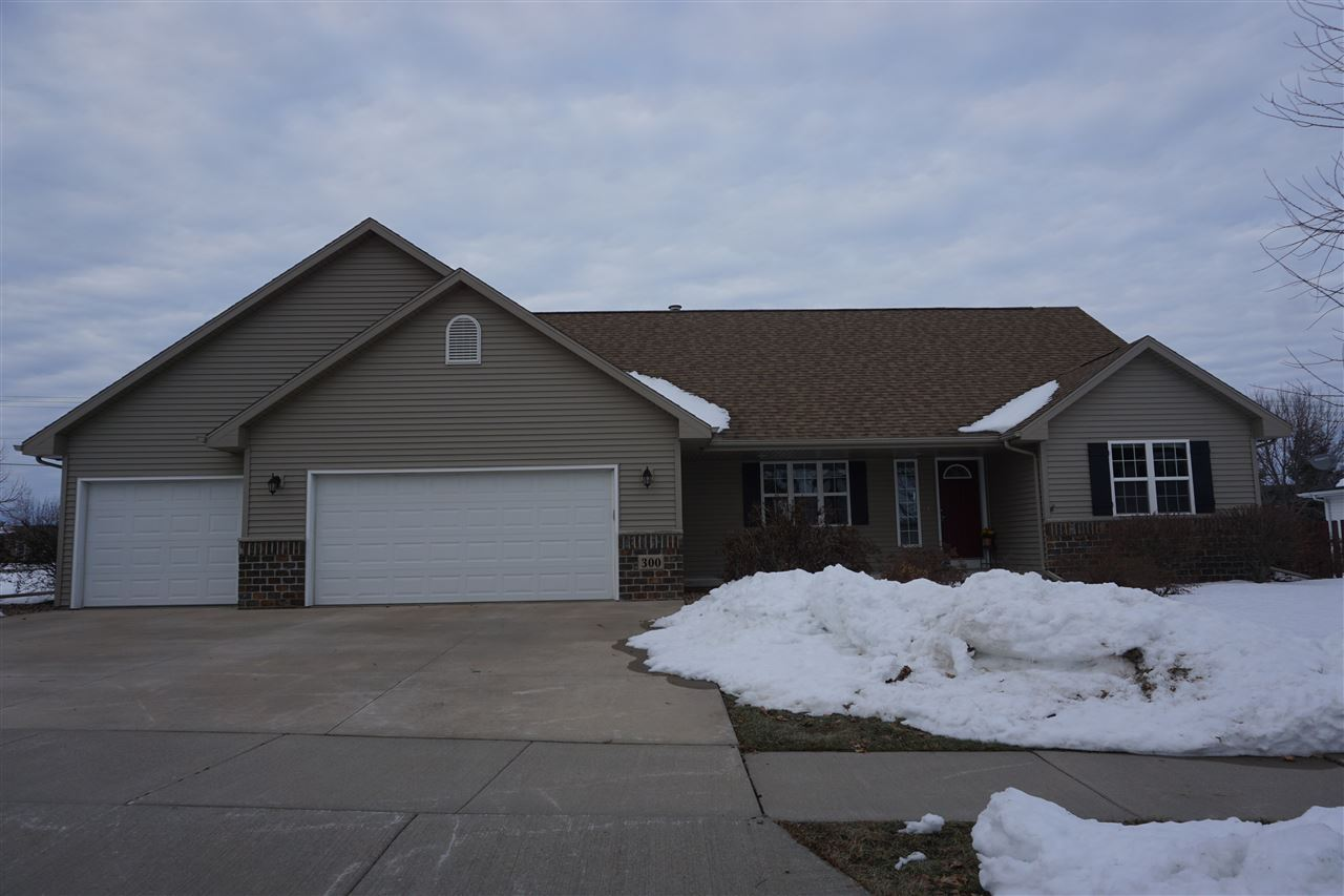 Photo for 300 E CLEARFIELD Lane, APPLETON, WI 54913 (MLS # 50211362)