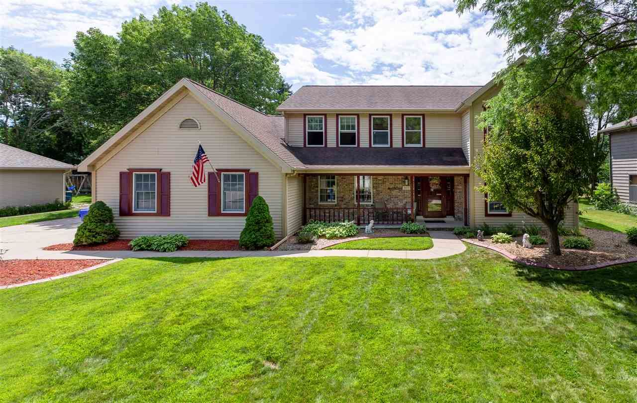 Photo for 921 E FOXMOOR Lane, APPLETON, WI 54911 (MLS # 50226362)