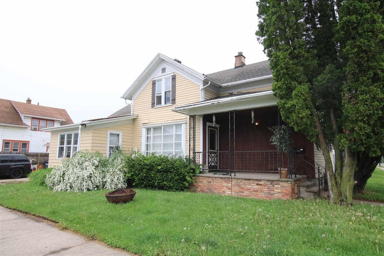 403 W SOUTH PARK Avenue, Oshkosh, WI 54902 - MLS#: 50240371