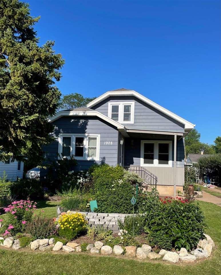 1928 HUBBARD Street, Oshkosh, WI 54902 - MLS#: 50243402