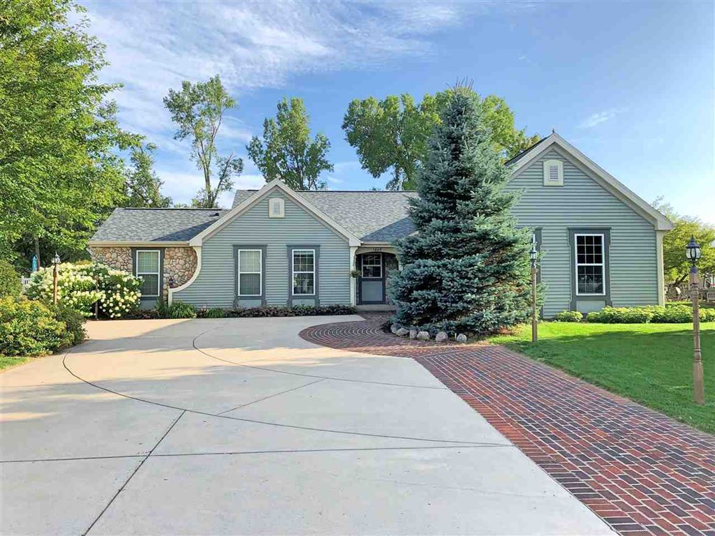 Photo for 1445 W STARVIEW Drive, APPLETON, WI 54913 (MLS # 50210404)