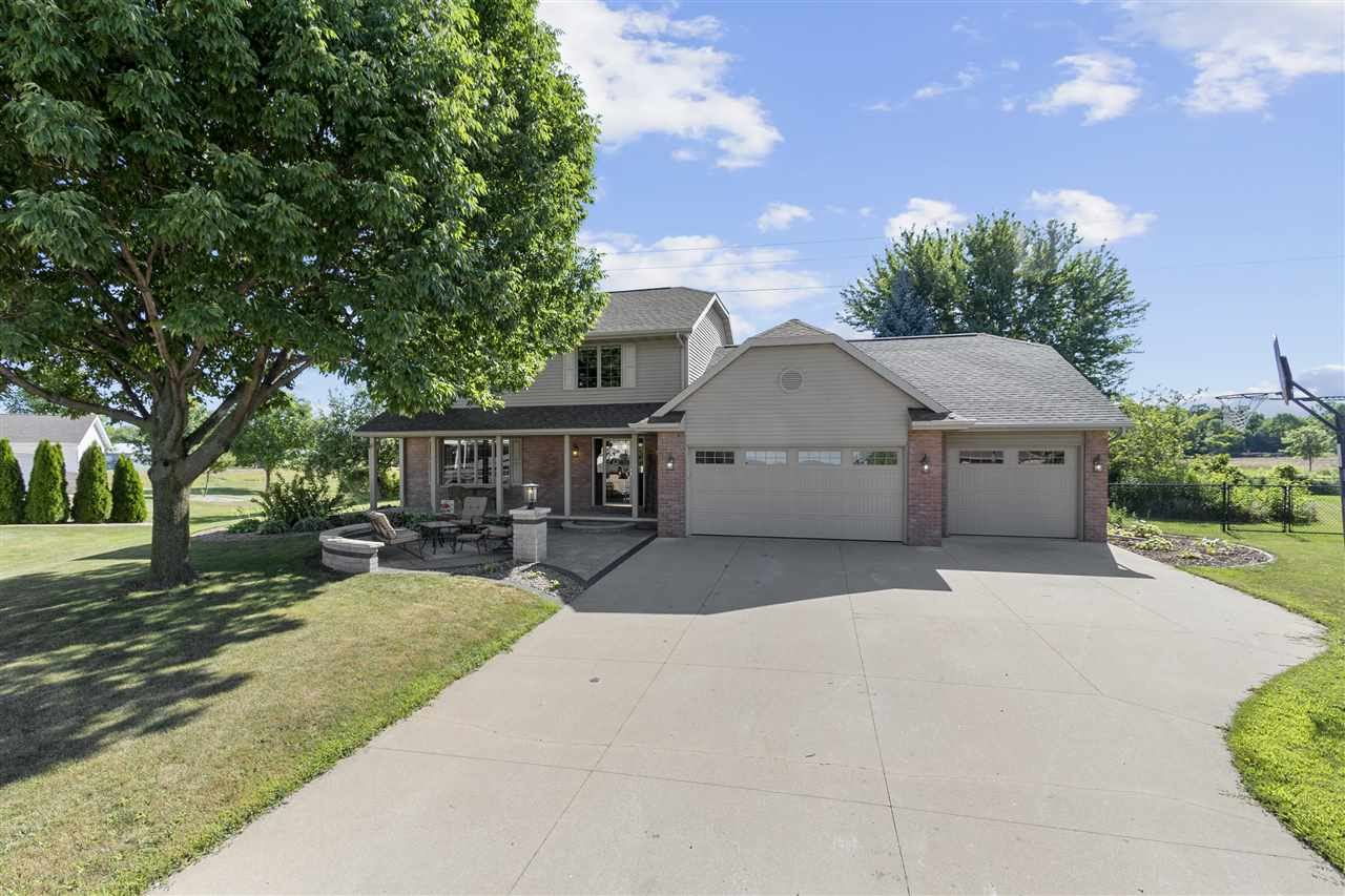Photo for W6014 CORAL Court, APPLETON, WI 54915 (MLS # 50227405)