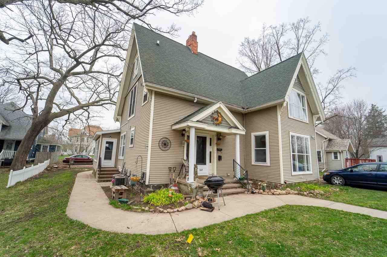 317 N WASHINGTON Street, Waupaca, WI 54981 - MLS#: 50214406