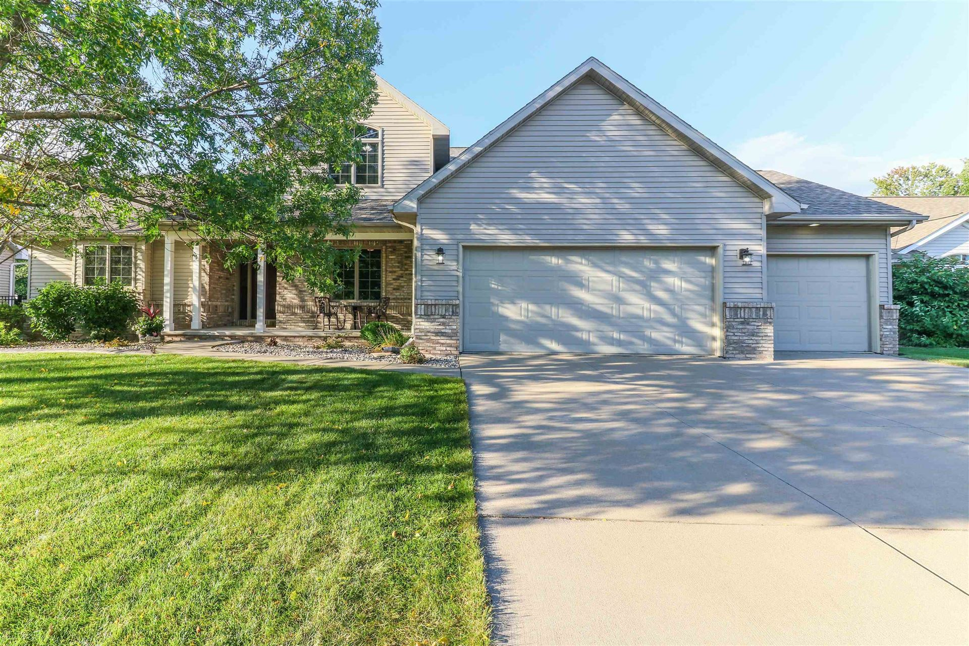 Photo for 26 BELLEVUE Place, APPLETON, WI 54913 (MLS # 50248442)