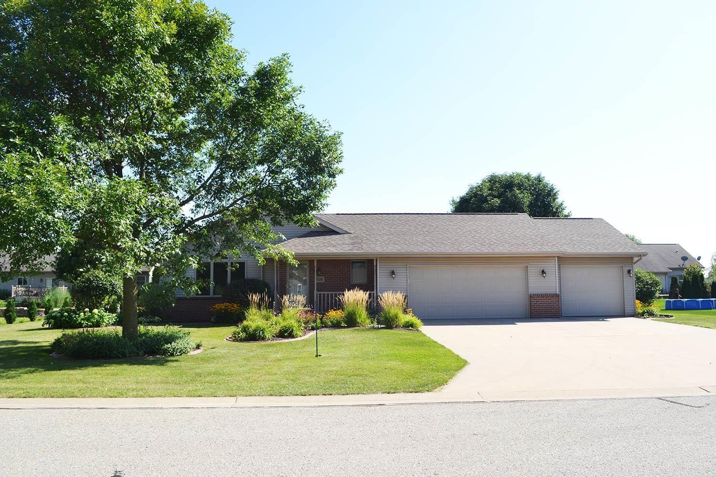 Photo of W5561 MILE LONG Drive, APPLETON, WI 54915 (MLS # 50247463)