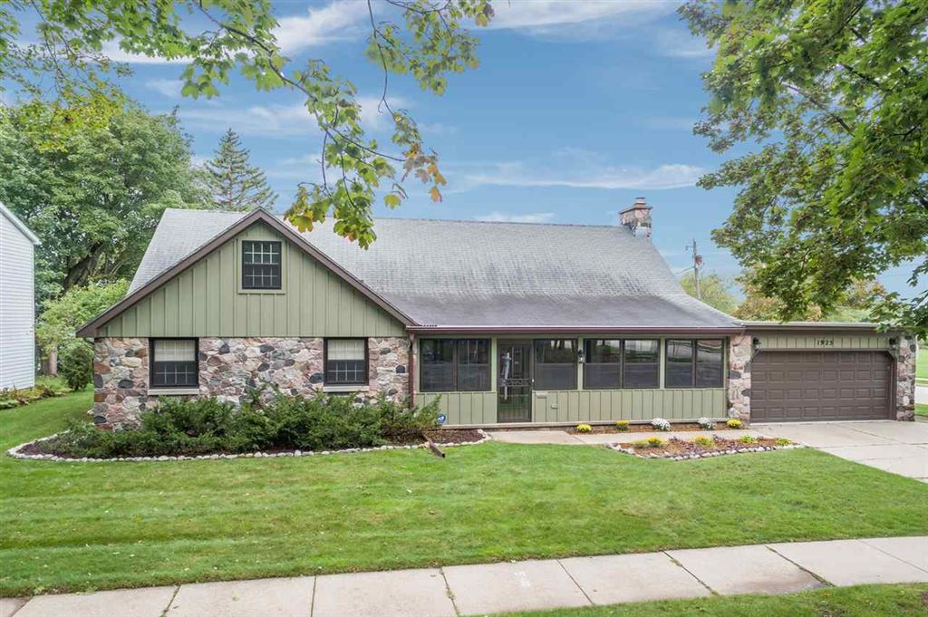 Photo for 1925 N OUTAGAMIE Street, APPLETON, WI 54914 (MLS # 50211472)