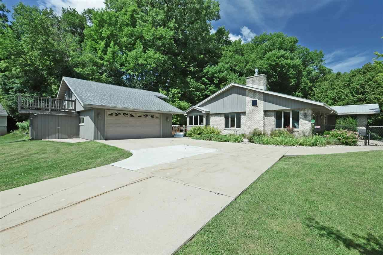 Photo for 1305 S LUTZ Drive, APPLETON, WI 54914 (MLS # 50225479)