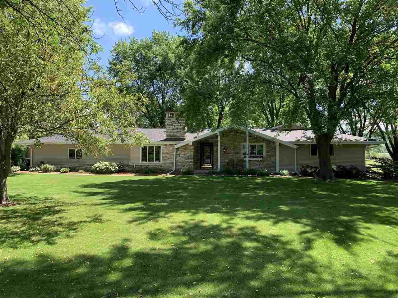 Photo for N7790 SPURLINE Court, SHERWOOD, WI 54169 (MLS # 50243538)