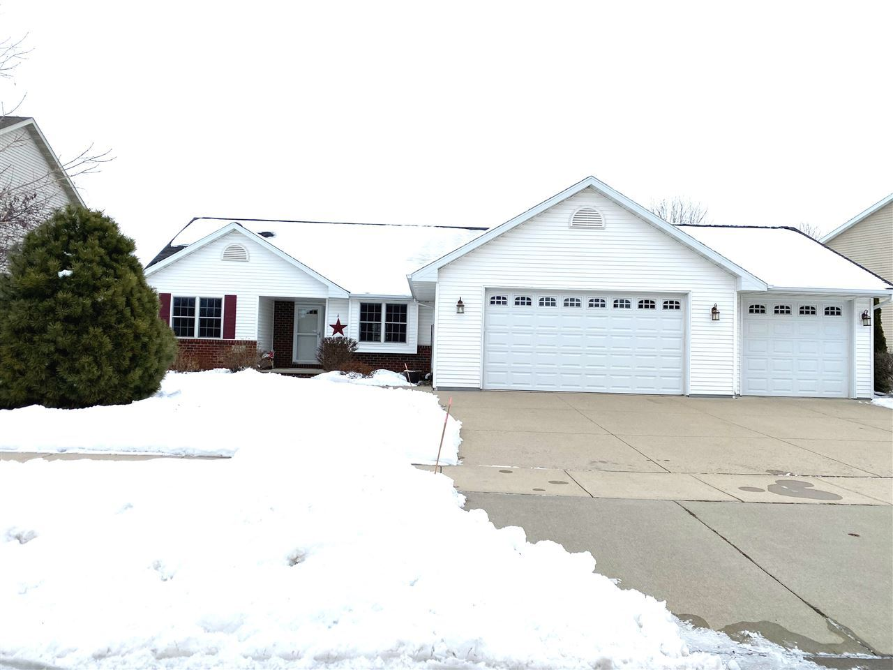 Photo for 4126 E APPLEVIEW Drive, APPLETON, WI 54913 (MLS # 50216592)