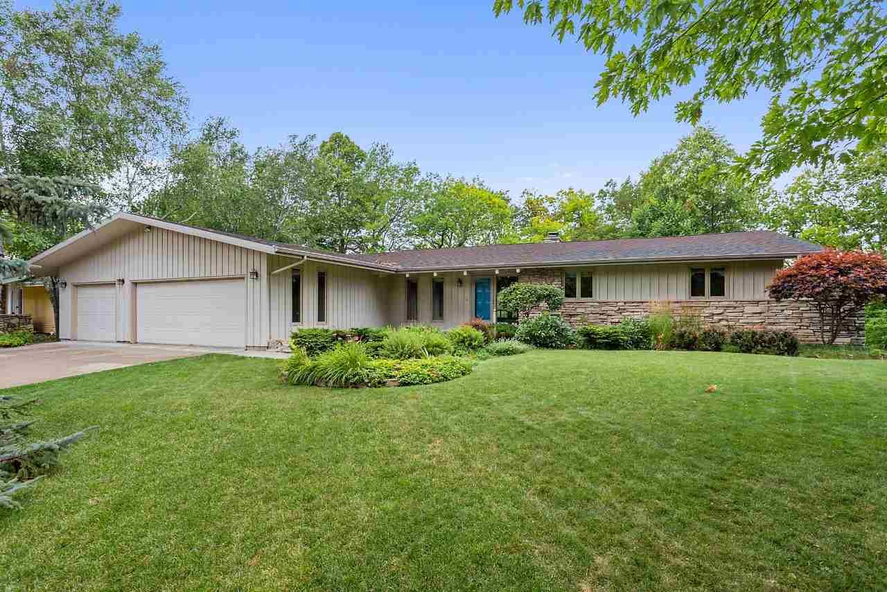 Photo for 1511 N BRIARCLIFF Drive, APPLETON, WI 54915 (MLS # 50208610)