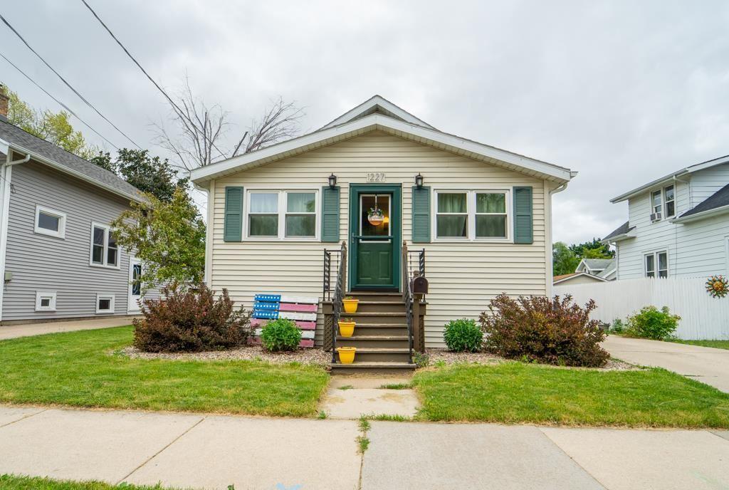1227 CEDAR Street, Oshkosh, WI 54901 - MLS#: 50242630