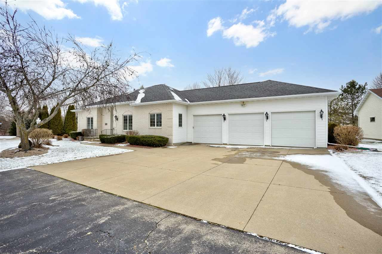 W2553 RIDGEBROOK Court, Appleton, WI 54915 - MLS#: 50233644