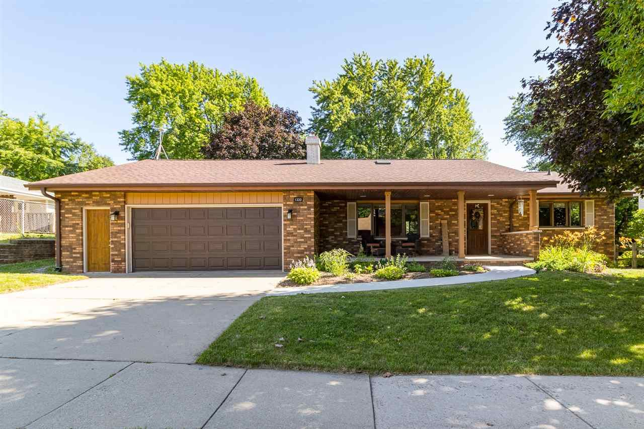 Photo for 1333 W CLOVERDALE Drive, APPLETON, WI 54914 (MLS # 50225646)