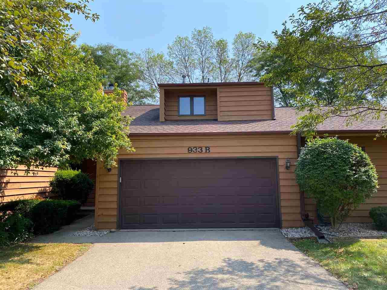 Photo for 933B WINDFIELD Place, APPLETON, WI 54911 (MLS # 50229653)
