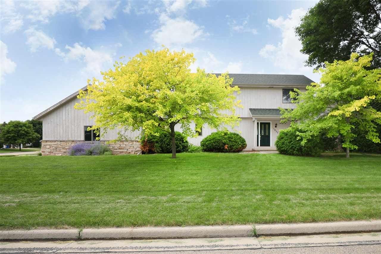 1657 HICKORY HOLLOW Lane, Menasha, WI 54952 - MLS#: 50244679
