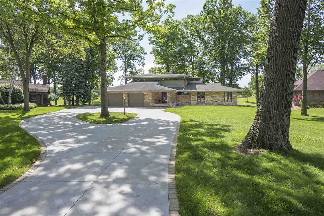 Photo for 9 GOLF TERRACE Court, APPLETON, WI 54914 (MLS # 50219684)