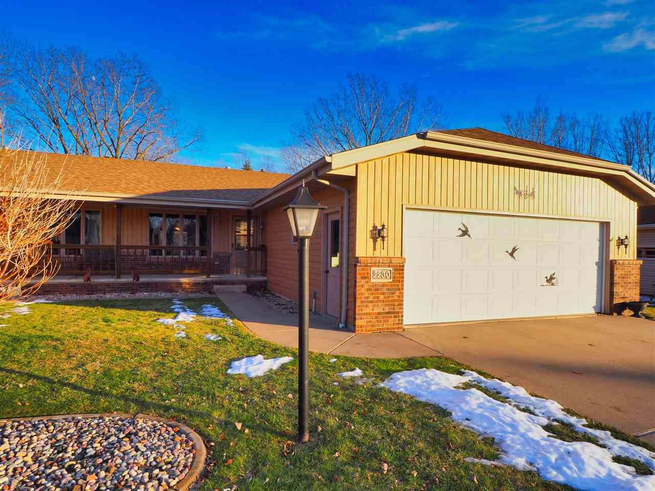Photo for 2230 N CLOUDVIEW Drive, APPLETON, WI 54914 (MLS # 50215692)