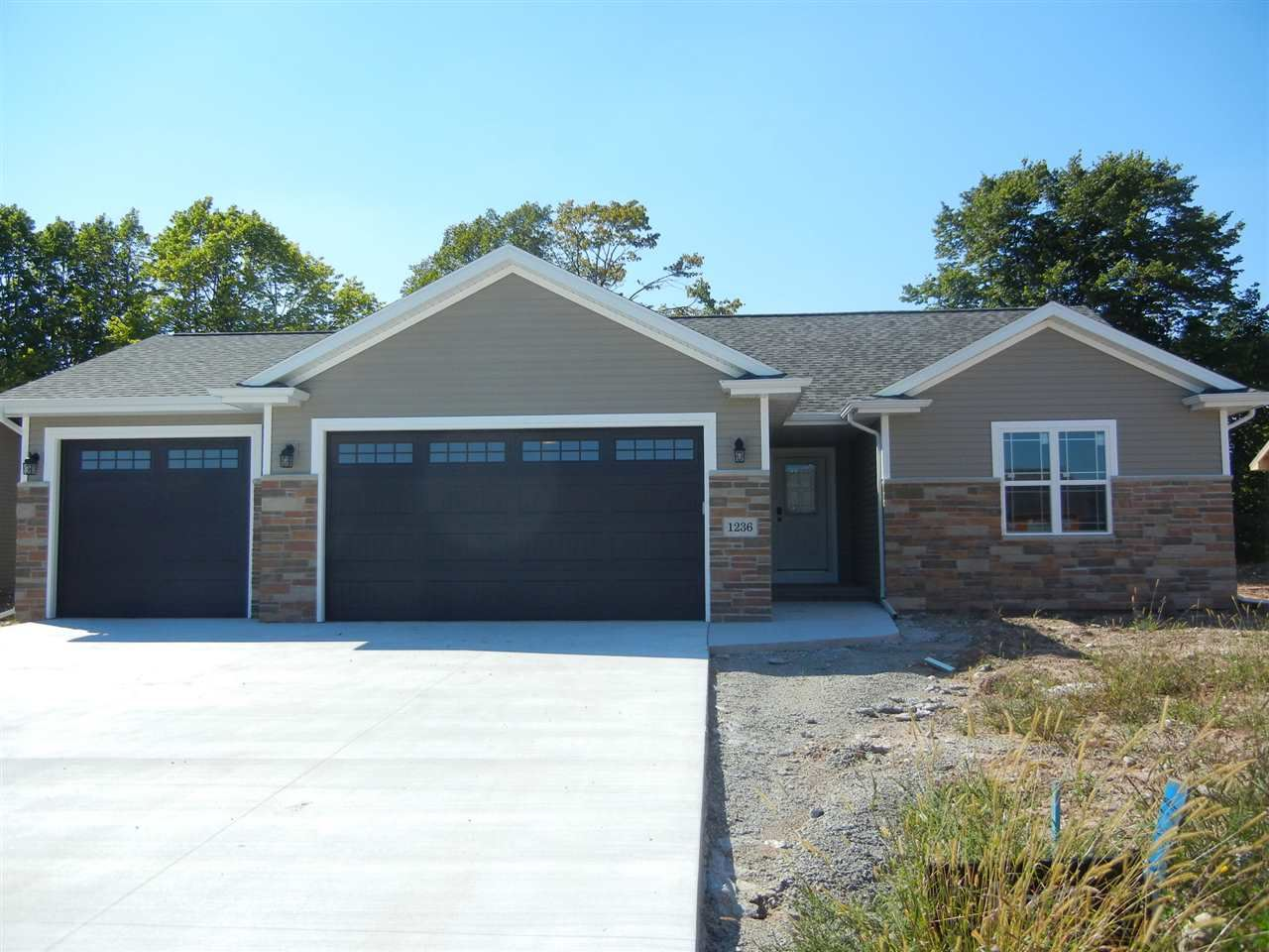 1037 GRASSY MEADOW Lane, Menasha, WI 54952 - MLS#: 50232701