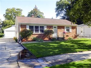 Photo of 1221 REDWOOD Drive, GREEN BAY, WI 54304 (MLS # 50212720)