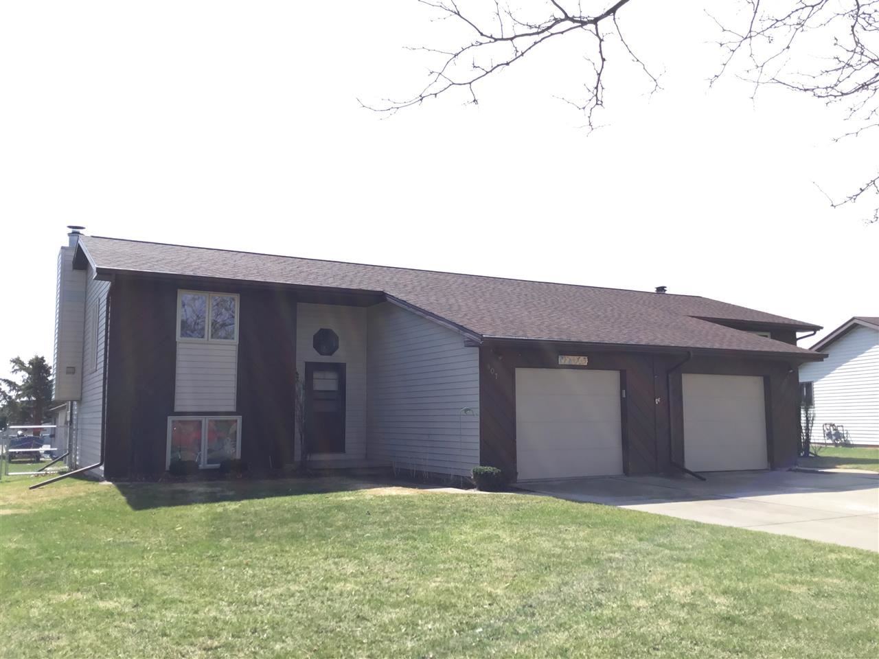 Photo for 809 RIDGEVIEW Drive, APPLETON, WI 54914 (MLS # 50217755)