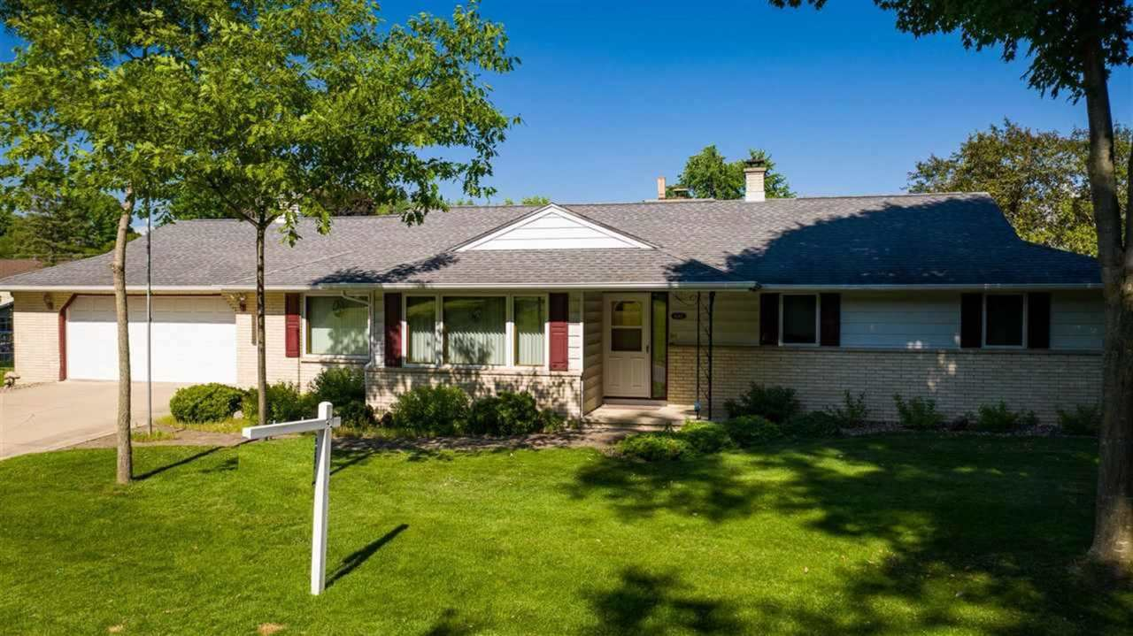Photo for 6162 N ROSEWOOD Drive, APPLETON, WI 54913 (MLS # 50241777)
