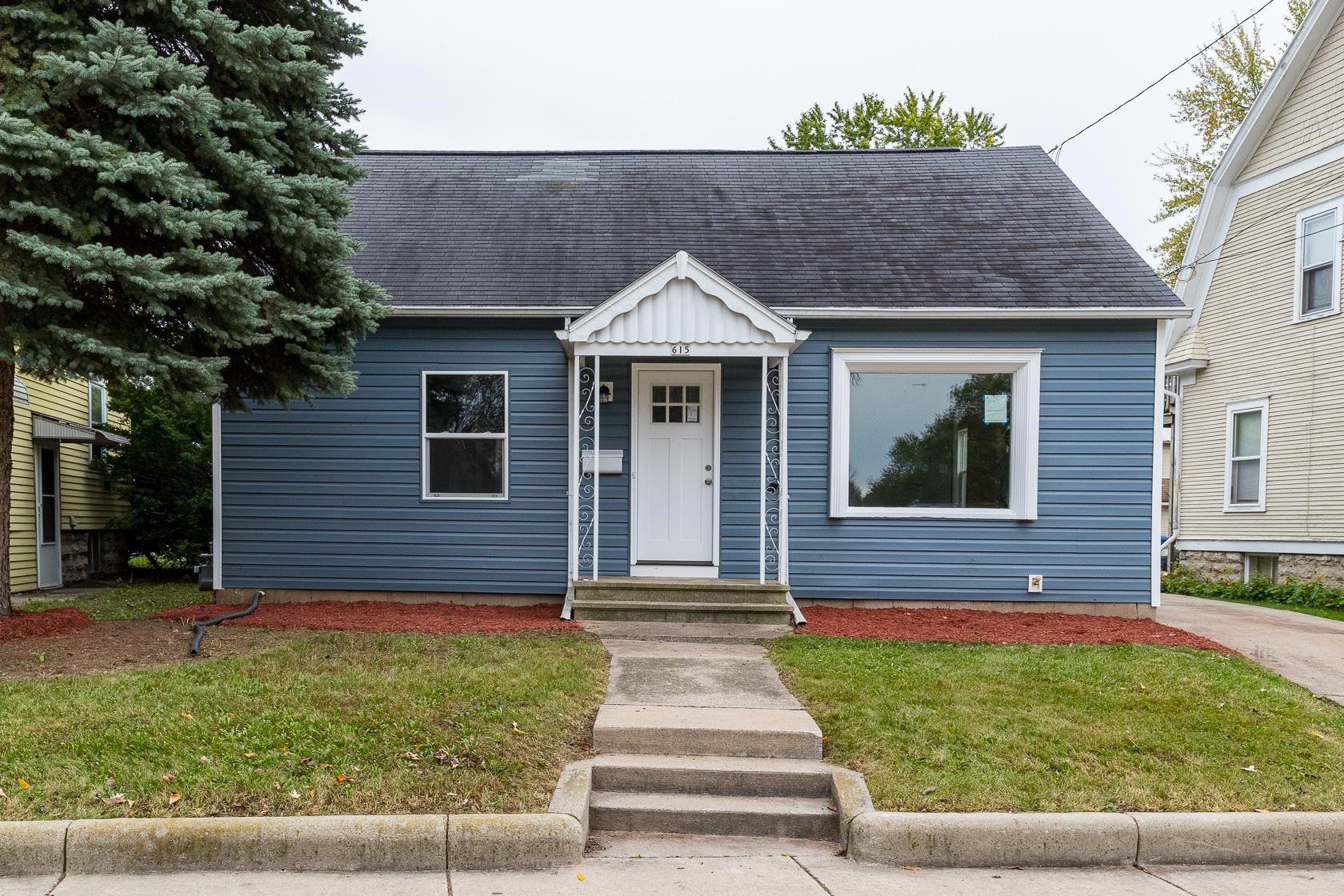 615 W SOUTH PARK Avenue, Oshkosh, WI 54902 - MLS#: 50249778