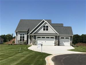 Photo of 1790 MEADOWLAND Court, GREEN BAY, WI 54311 (MLS # 50196785)