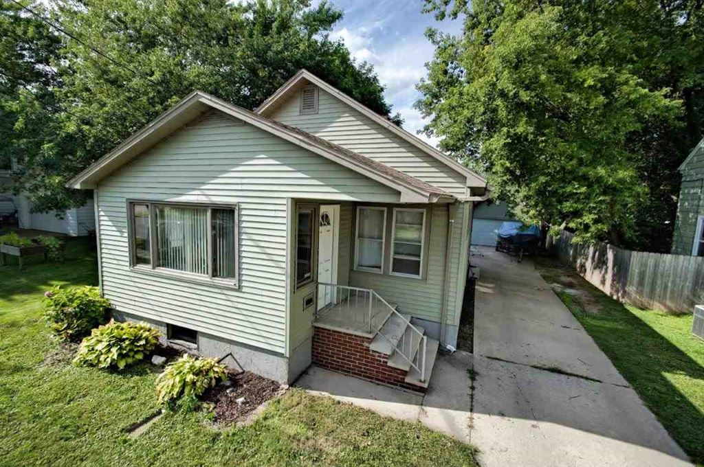 Photo for 630 W SUMMER Street, APPLETON, WI 54911 (MLS # 50208794)