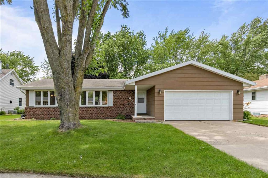 Photo for 2605 N SUMMIT Street, APPLETON, WI 54914 (MLS # 50206801)