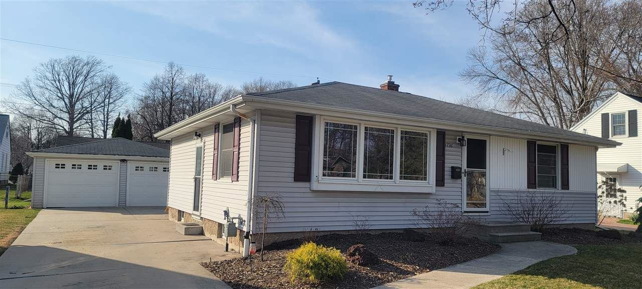 1736 CARROLL Avenue, Green Bay, WI 54304 - MLS#: 50237820