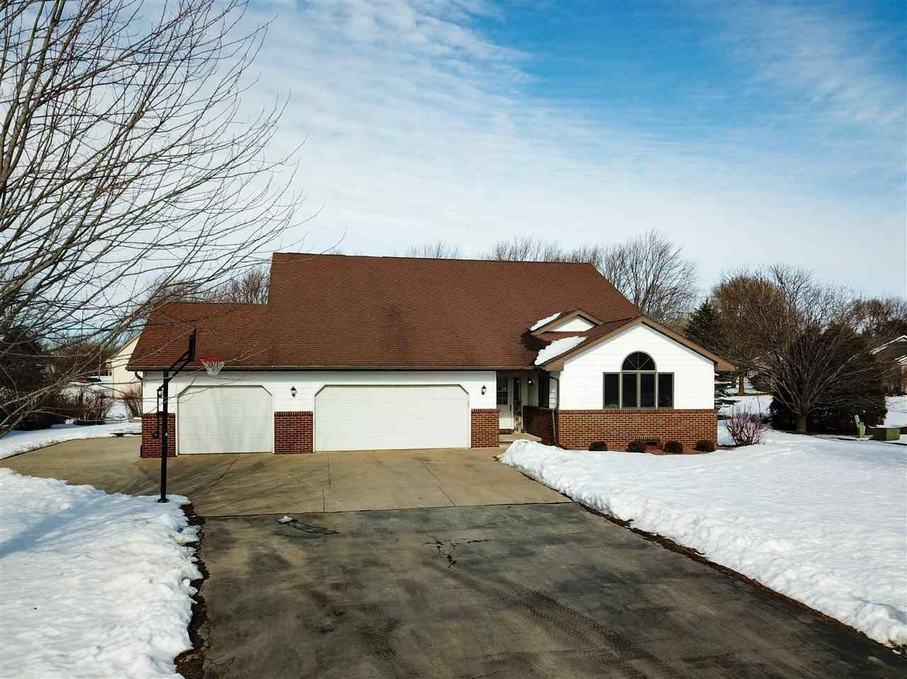 Photo for W2804 KEBE Court, APPLETON, WI 54915 (MLS # 50216821)