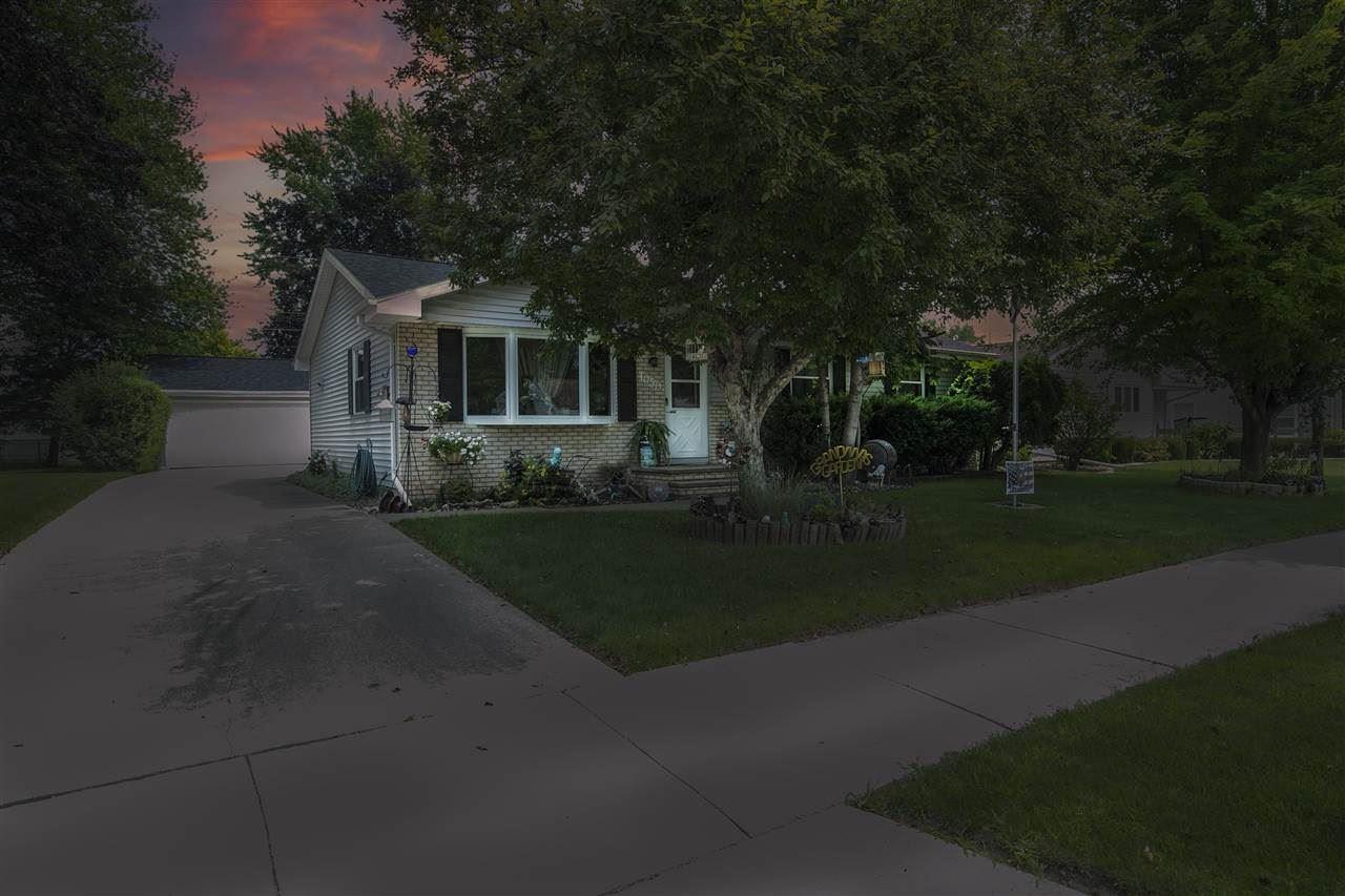 1050 GREEN ACRES Lane, Neenah, WI 54956 - MLS#: 50244835
