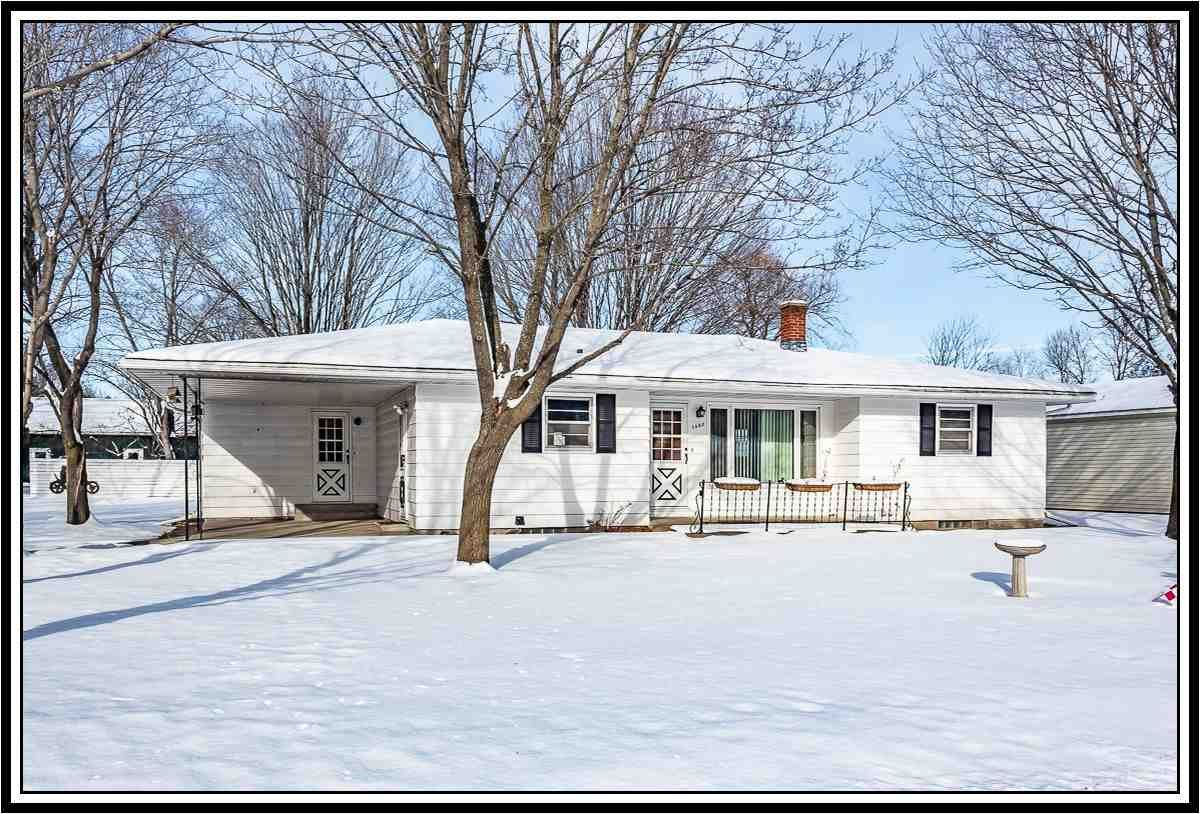1325 CRYSTAL Court, Waupaca, WI 54981 - MLS#: 50231908