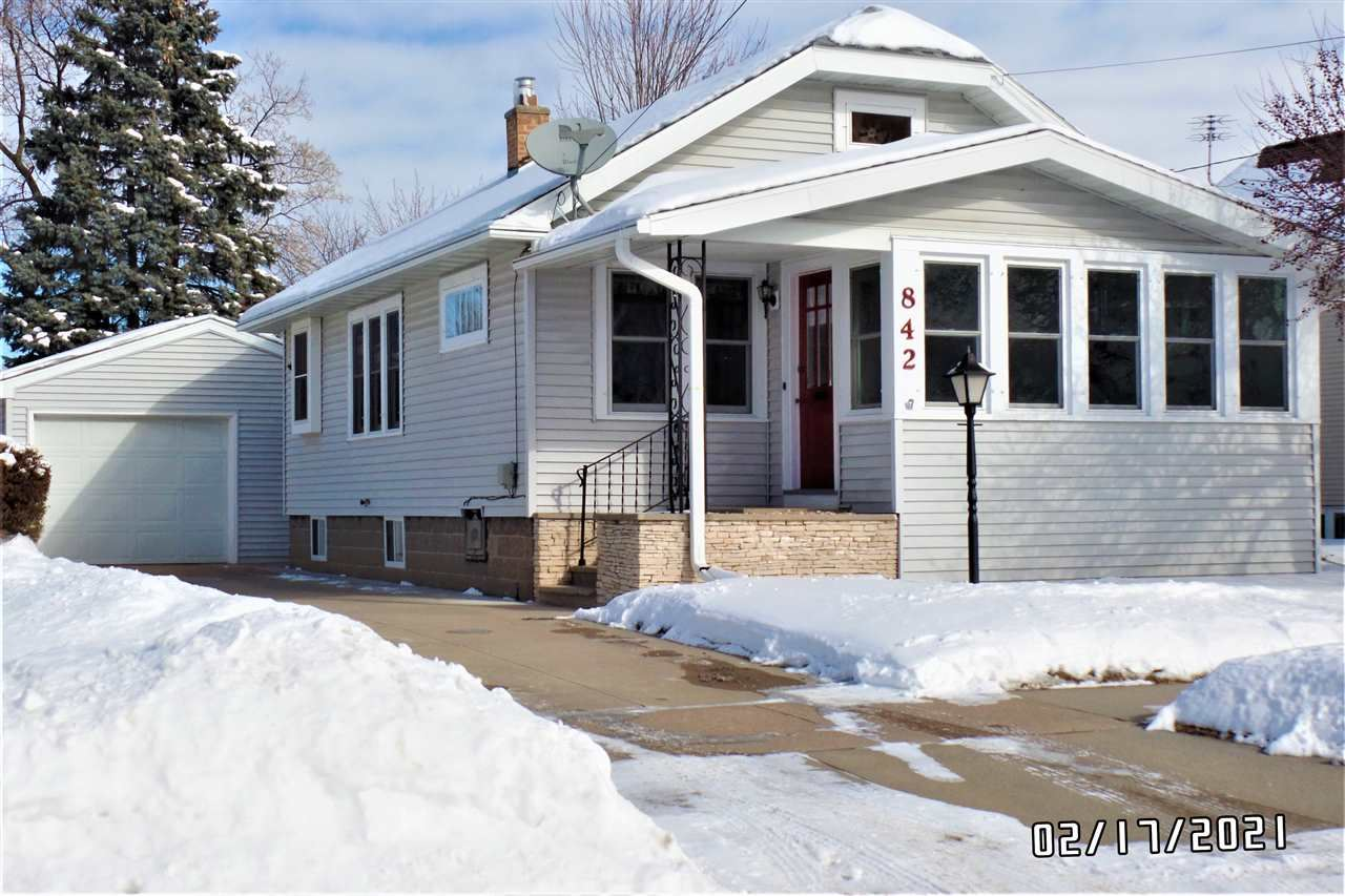 842 W 5TH Avenue, Oshkosh, WI 54902 - MLS#: 50235935