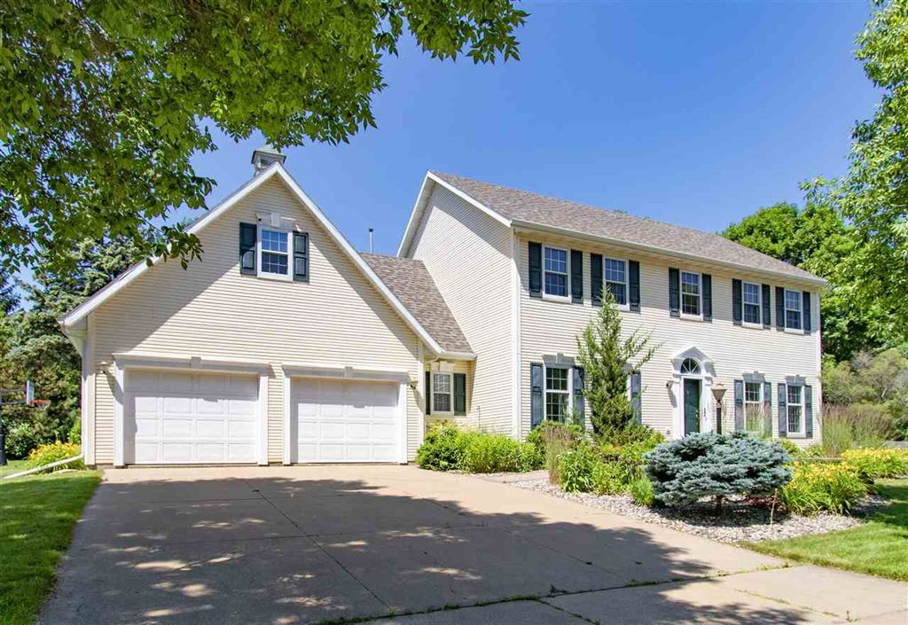Photo for 1 OLDE PALTZER Lane, APPLETON, WI 54913 (MLS # 50206938)