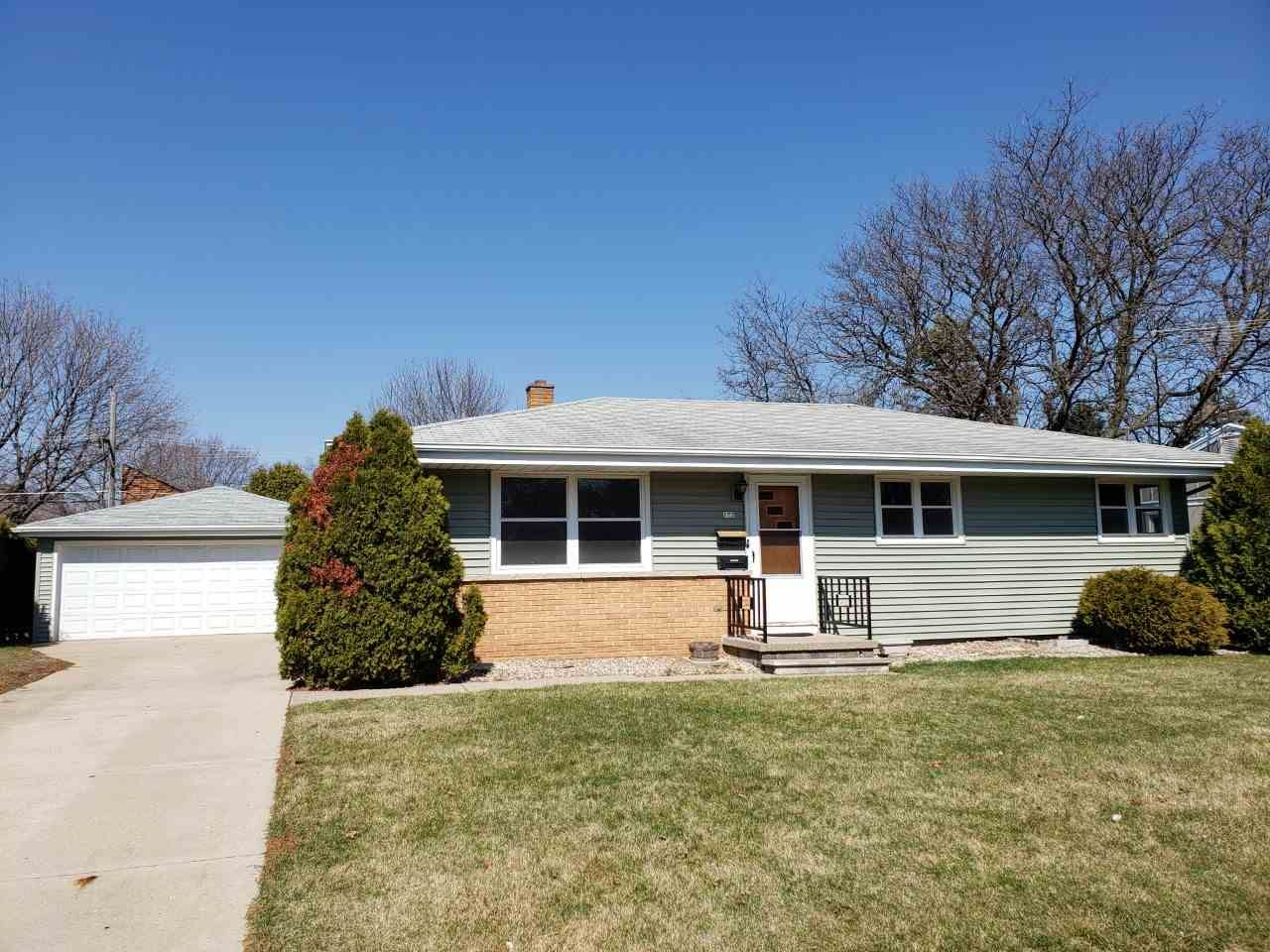 172 W 25TH Avenue, Oshkosh, WI 54902 - MLS#: 50237952