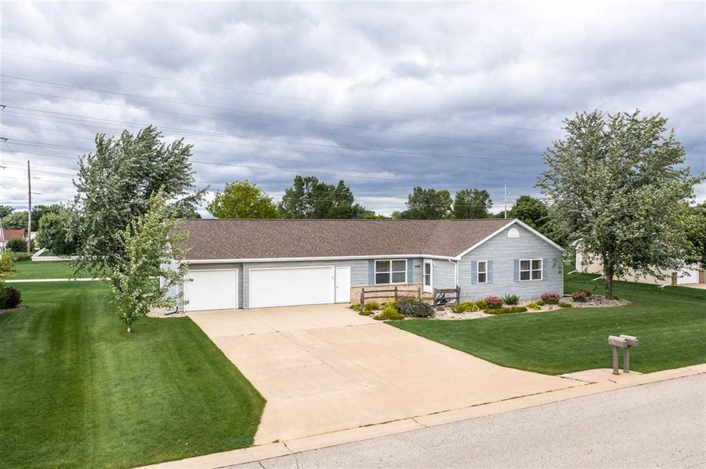 Photo for W5560 MILE LONG Drive, APPLETON, WI 54915 (MLS # 50210959)