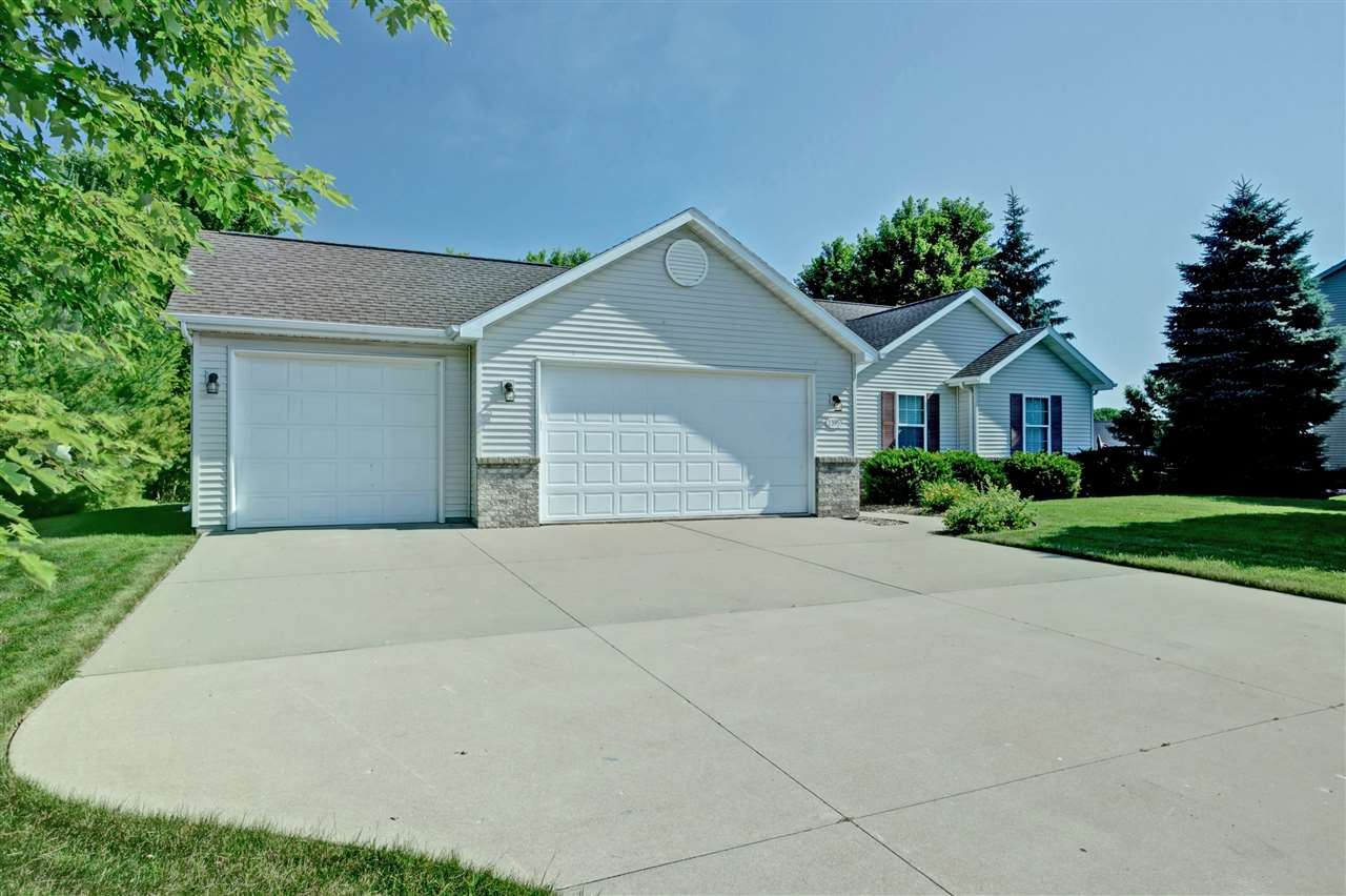 2395 DEERPATH Circle, Neenah, WI 54956 - MLS#: 50224984