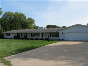 Photo of 809 GRANT Place, NEENAH, WI 54956 (MLS # 50210985)