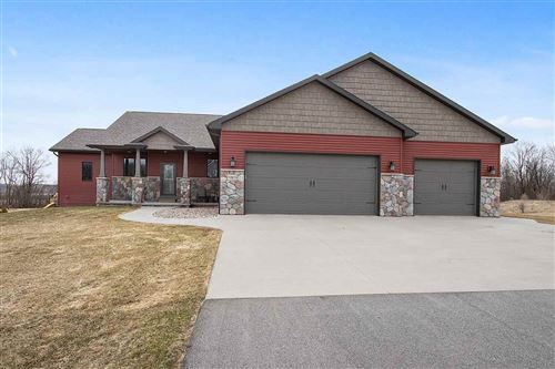 Photo of W5975 AUTUMN HILLS Parkway, APPLETON, WI 54913 (MLS # 50219989)