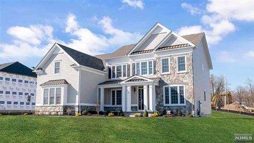 Photo of 6 Holmhill Circle, Franklin Lakes, NJ 07417 (MLS # 21013147)