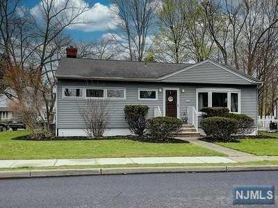 Photo of 9 Corning Avenue, Pompton Lakes, NJ 07442 (MLS # 21013164)