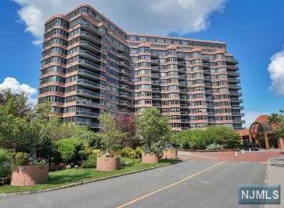 Photo of 100 Winston Drive #16B-N, Cliffside Park, NJ 07010 (MLS # 20025454)