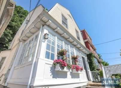 Photo of 532 Undercliff Avenue, Edgewater, NJ 07020 (MLS # 21001506)
