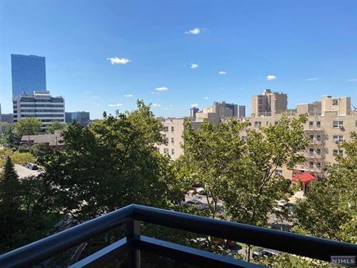 Photo of 2200 North Central Road #6B, Fort Lee, NJ 07024 (MLS # 21036718)