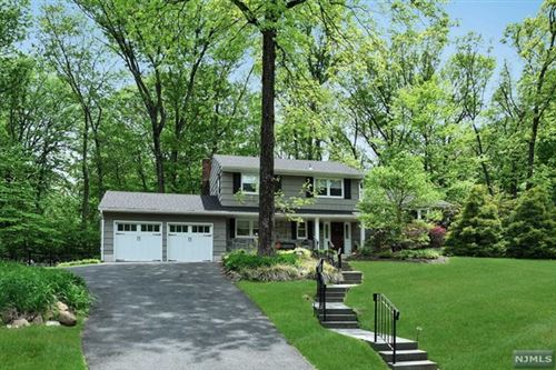 Photo of 265 Tanglewood Court, Franklin Lakes, NJ 07417 (MLS # 20017745)