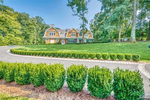 Photo of 271 Crest Place, Franklin Lakes, NJ 07417 (MLS # 20039747)